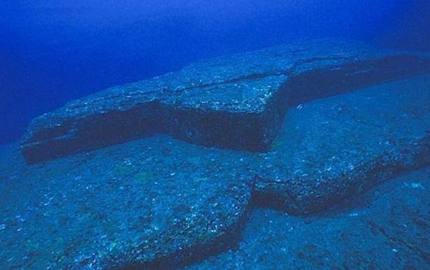 podvodnie-piramidi-yaponii-3)