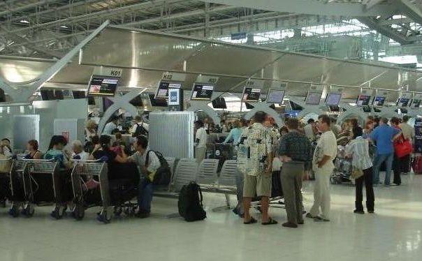 через бангкокский аэропорт ежедневно проходит 160 тысяч пассажиров
