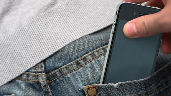 айфон в кармане