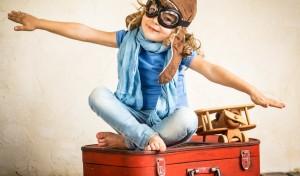 devochka-igra-pilot-samolet